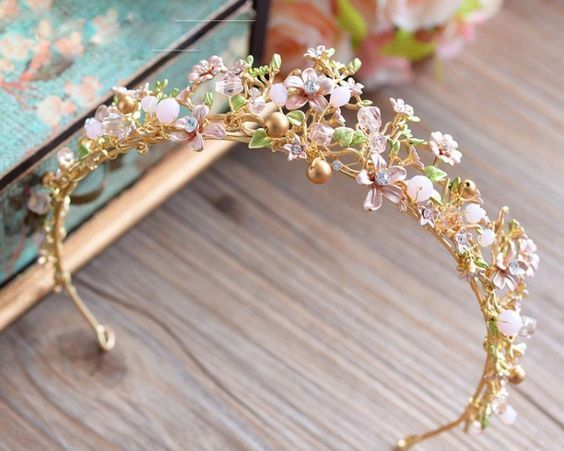 Natural Tiaras: flowers and leaves